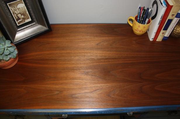 Close look at the rosewood veneer