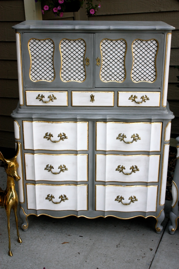 13 drawers...lots of storage!